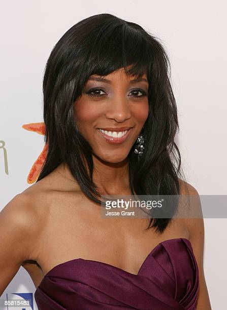 Shaun Robinson arrives at the 8th Annual Comedy for a Cure at Boulevard3 on April 5 2009 in Hollywood California