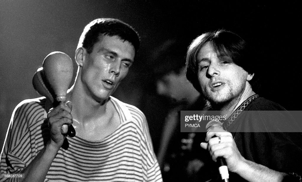 Shaun Ryder and Bez of the Happy Mondays, Looking wasted. Live at the Free Trade Hall, Manchester. 18.11.1989 : News Photo
