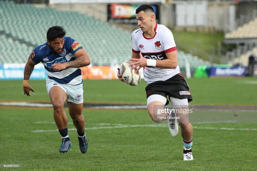 Shaun Stevenson of North Harbour looks to pass during the round three Mitre 10 Cup match between North Harbour and Auckland on September 3, 2017 in Auckland, New Zealand.