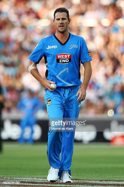 Shaun Tait of the Adelaide Strikers prepares to bowl during the Big Bash League match between the Adelaide Strikers and the Hobart Hurricanes at...