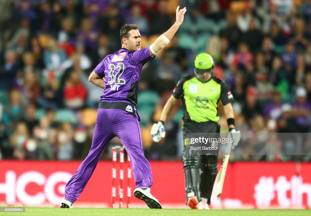 Shaun Tait of the Hurricanes appeals successfully to dismiss Shane Watson of the Thunder during the Big Bash League match between the Hobart Hurricanes and the Sydney Thunder at Blundstone Arena on January 1, 2016 in Hobart, Australia.