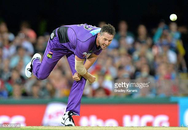 Shaun Tait of the Hurricanes bowls during the Big Bash League between the Brisbane Heat and Hobart Hurricanes at The Gabba on December 30 2016 in...