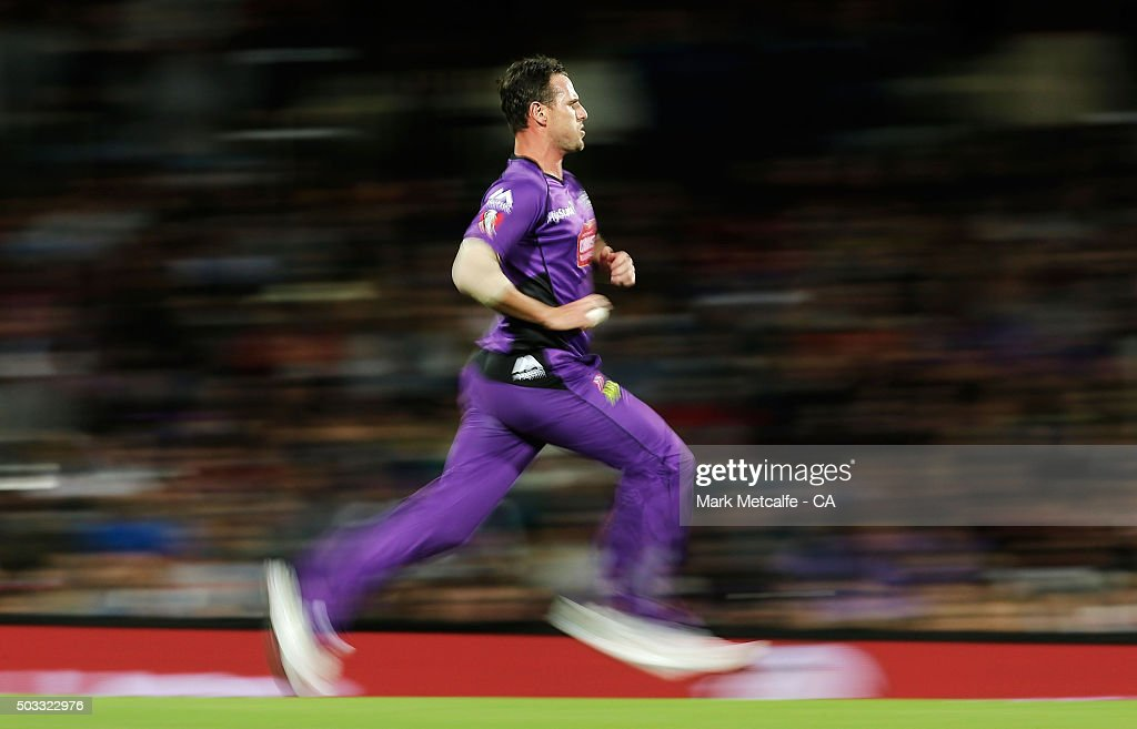 Shaun Tait of the Hurricanes bowls during the Big Bash League match between the Hobart Hurricanes and the Melbourne Renegades at Blundstone Arena on January 4, 2016 in Hobart, Australia.