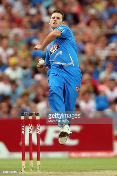 Shaun Tait of the Strikers bowls during the Big Bash League match between the Adelaide Strikers and the Sydney Sixers at Adelaide Oval on December 23...