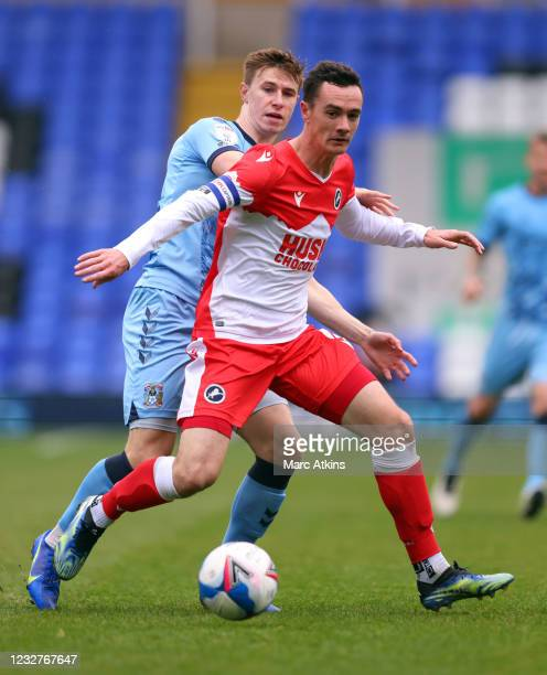 Shaun Williams of Millwall in action with Ben Sheaf of Coventry Cityduring the Sky Bet Championship match between Coventry City and Millwall at St...
