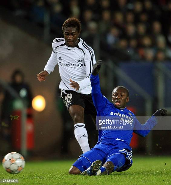 Shaun Wright Phillips of Chelsea battles with Alexander Tettey of Rosenburg during the Champions League Group B match between Rosenborg BK and...