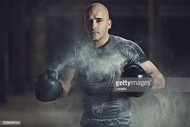 坊主 いる男性運動トレーニングのボクサーた倉庫