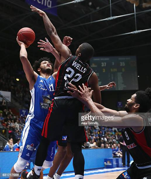 Shavon Shields of Frankfurt is challenged by Cameron Wells and Dwayne Earl Evans of Giessen during the easyCredit BBL match between Fraport Skyliners...