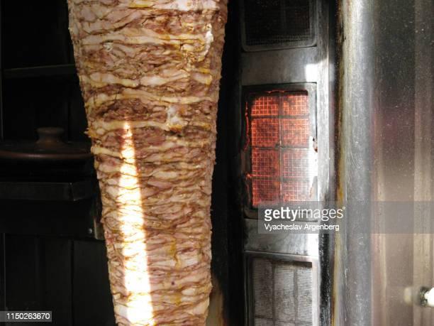shawarma/kebab stand in central aleppo, syria - argenberg - fotografias e filmes do acervo