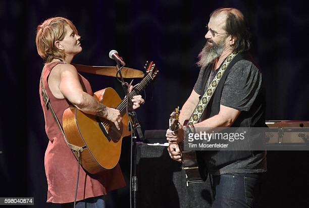 Shawn Colvin and Steve Earle perform in support of the duo's 'Colvin Earle' release at Chautauqua Auditorium on August 30 2016 in Boulder Colorado