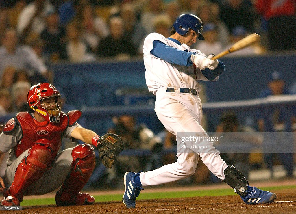National League Division Series - Los Angeles Dodgers vs St. Louis Cardinals - Game 3 - October 9,  2004 : News Photo