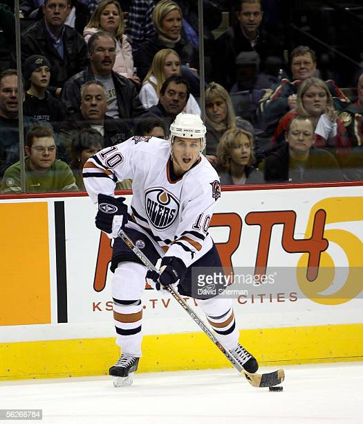 Shawn Horcoff of the Edmonton Oilers shoots the puck against the Minnesota Wild on November 23, 2005 at the Xcel Energy Center in St. Paul, Minnesota.