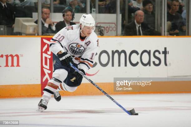 Shawn Horcoff of the Edmonton Oilers skates with the puck during a game against the San Jose Sharks on March 11 2007 at the HP Pavilion in San Jose...