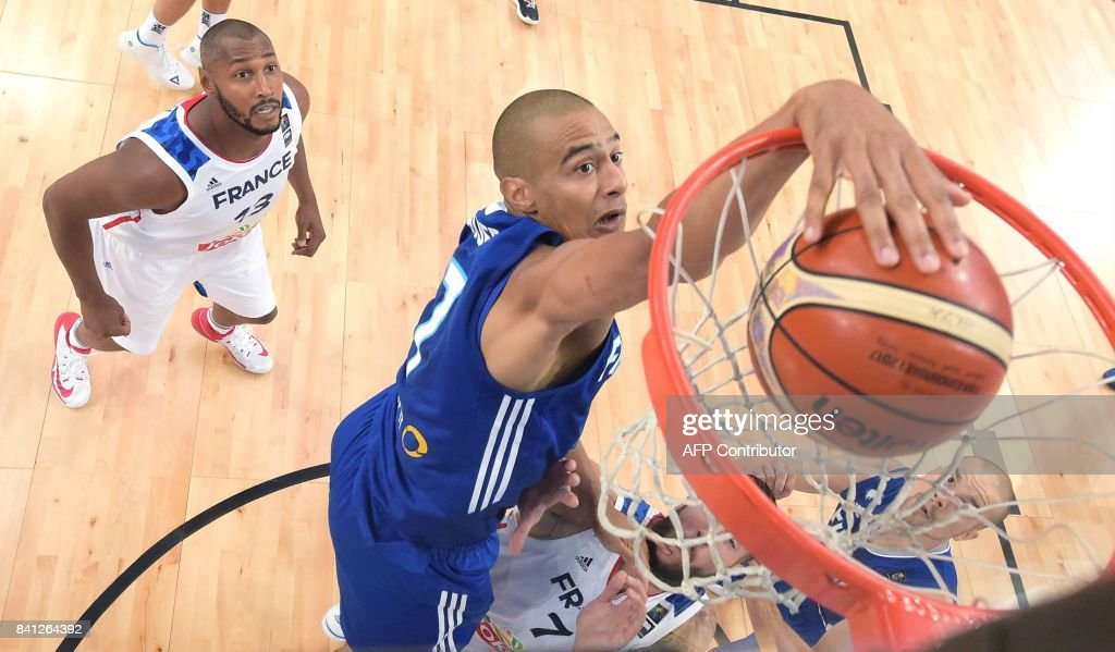 Shawn Huff of Finland scores during the basketball European Championships Eurobasket 2017 qualification round Group A match France vs Finland in Helsinki, Finland on August 31, 2017. / AFP PHOTO / Lehtikuva / Jussi Nukari / Finland OUT