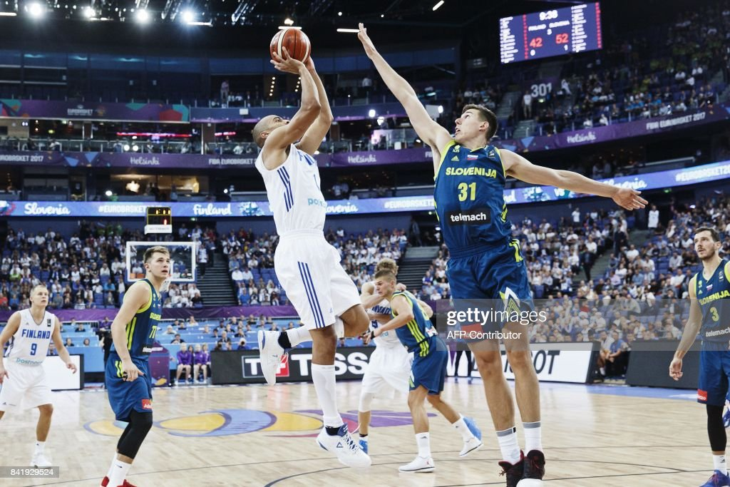 Shawn Huff (L) of Finland vies with Vlatko Cancar of Slovenia during the basketball European Championships Eurobasket 2017 qualification round match between Finland and Slovenia in Helsinki, Finland, on September 2, 2017. / AFP PHOTO / Roni Rekomaa AND Lehtikuva / Roni Rekomaa / Finland OUT