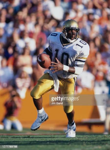 Shawn Jones Quarterback for the Georgia Tech Yellow Jackets during the NCAA Atlantic Coast Conference college football game against the Clemson...