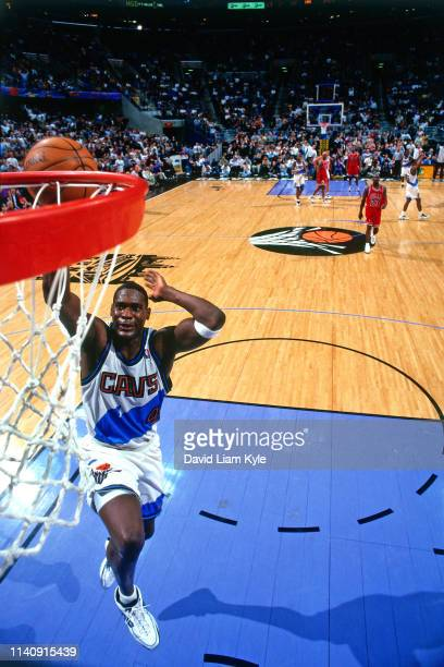 Shawn Kemp of the Cleveland Cavaliers goes to the basket against the Chicago Bulls on April 9 1998 at the Gund Arena in Cleveland Ohio NOTE TO USER...