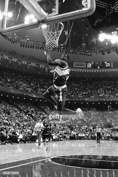 Shawn Kemp of the Seattle SuperSonics dunks during the 1992 NBA AllStar Slam Dunk Contest at Orlando Arena on February 8 1992 in Orlando Florida NOTE...