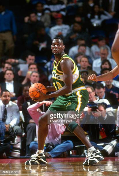 Shawn Kemp of the Seattle Supersonics looks to pass the ball against the Washington Bullets during an NBA basketball game circa 1995 at US Airways...