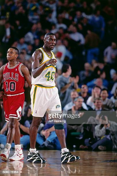 Shawn Kemp of the Seattle Supersonics walks against the Chicago Bulls circa 1995 at Key Arena in Seattle Washington NOTE TO USER User expressly...