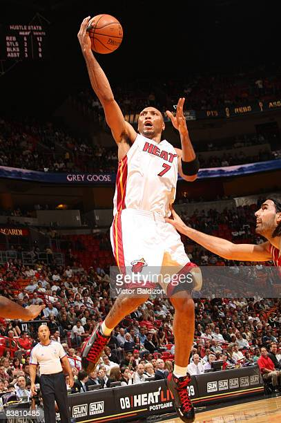 Shawn Marion of the Miami Heat shoots against the Houston Rockets on November 24 2008 at the American Airlines Arena in Miami Florida NOTE TO USER...