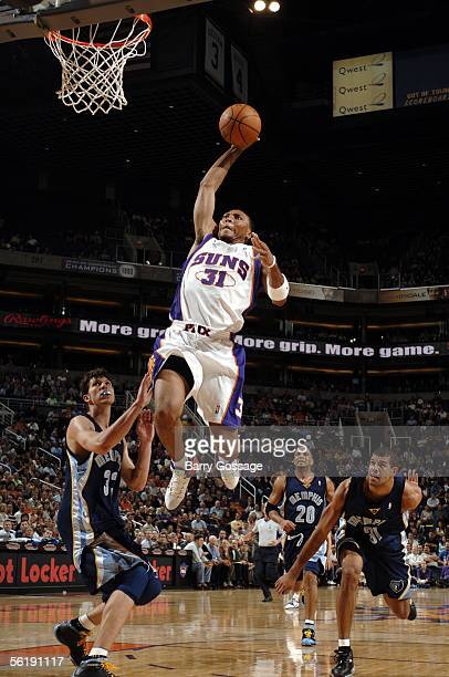 Shawn Marion of the Phoenix Suns goes for a dunk against the Memphis Grizzlies on November 16 at America West Arena in Phoenix Arizona NOTE TO USER...