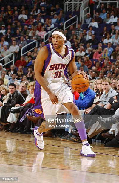 Shawn Marion of the Phoenix Suns moves the ball during the game against the Chicago Bulls on November 22 2004 at America West Arena in Phoenix...