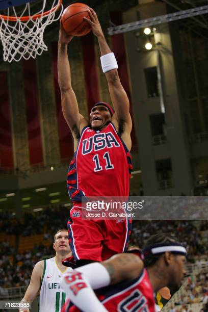 Shawn Marion of the United States dunks against Lithuania in the men's basketball bronze medal contest game on August 28 2004 during the Athens 2004...