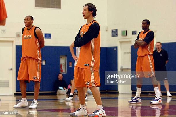 Shawn Marion Steve Nash and Amare Stoudemire of the Phoenix Suns practice at Crossroads High School on April 28 2007 in Santa Monica California NOTE...