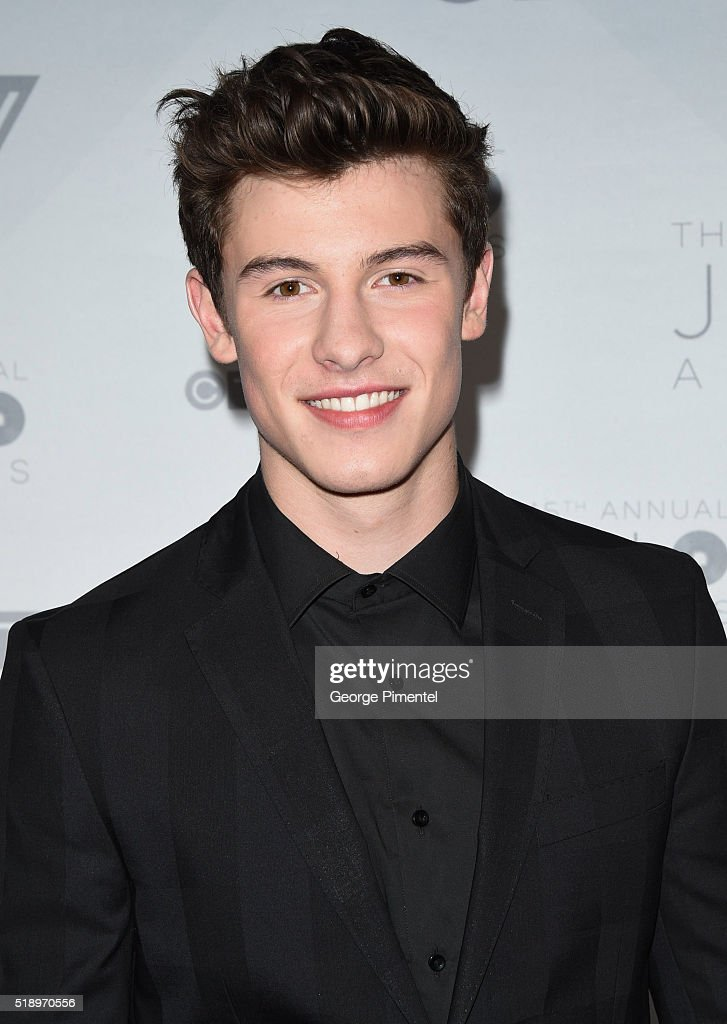 Shawn Mendes arrives at the 2016 Juno Awards at Scotiabank Saddledome on April 3, 2016 in Calgary, Canada.