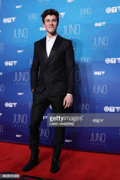 Shawn Mendes arrives on the red carpet before the JUNO awards at the Canadian Tire Centre in Ottawa Ontario on April 2 2017 / AFP PHOTO / Lars Hagberg