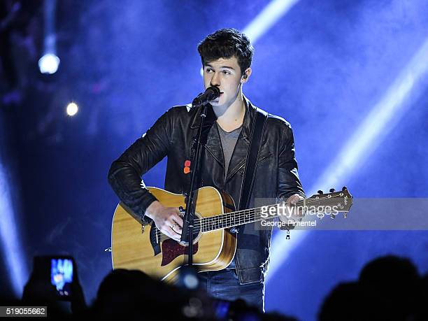 Shawn Mendes performs at the 2016 Juno Awards at Scotiabank Saddledome on April 3 2016 in Calgary Canada