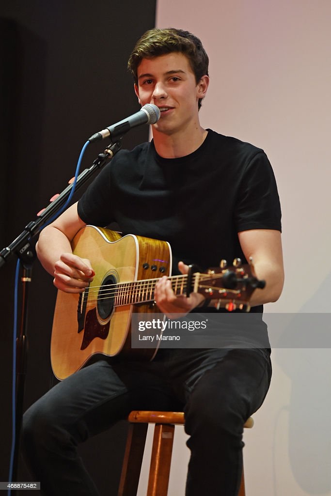 Shawn Mendes performs at Y-100 radio station on April 7, 2015 in Miami, Florida.