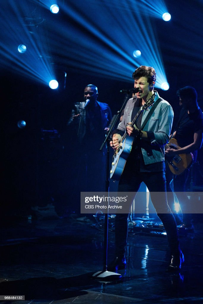 shawn-mendes-performs-during-the-late-la
