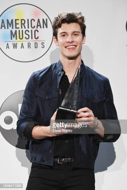 Shawn Mendes winner of the Favorite Artist Adult Contemporary award poses in the press room during the 2018 American Music Awards at Microsoft...