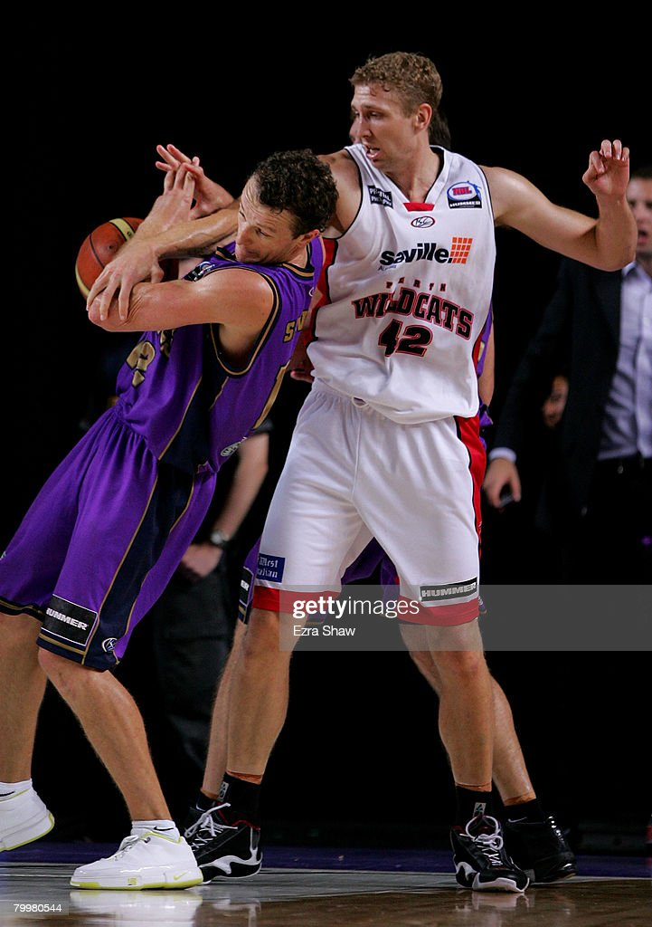 Shawn Redhage of the Wildcats and Glen Saville of the Kings get tangles as they go for the ball during game one of the NBL Semi Final Series between the Sydney Kings and the Perth Wildcats at Sydney Entertainment Centre on February 25, 2008 in Sydney, Australia.