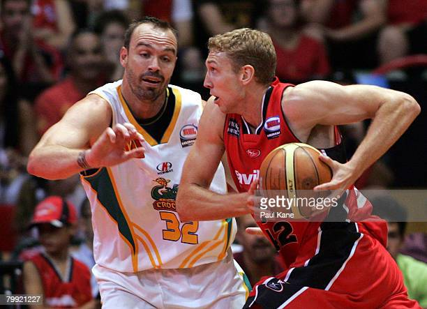 Shawn Redhage of the Wildcats drives to the basket past Ben Pepper of the Crocodiles during the NBL quarter final match between the Perth Wildcasts...