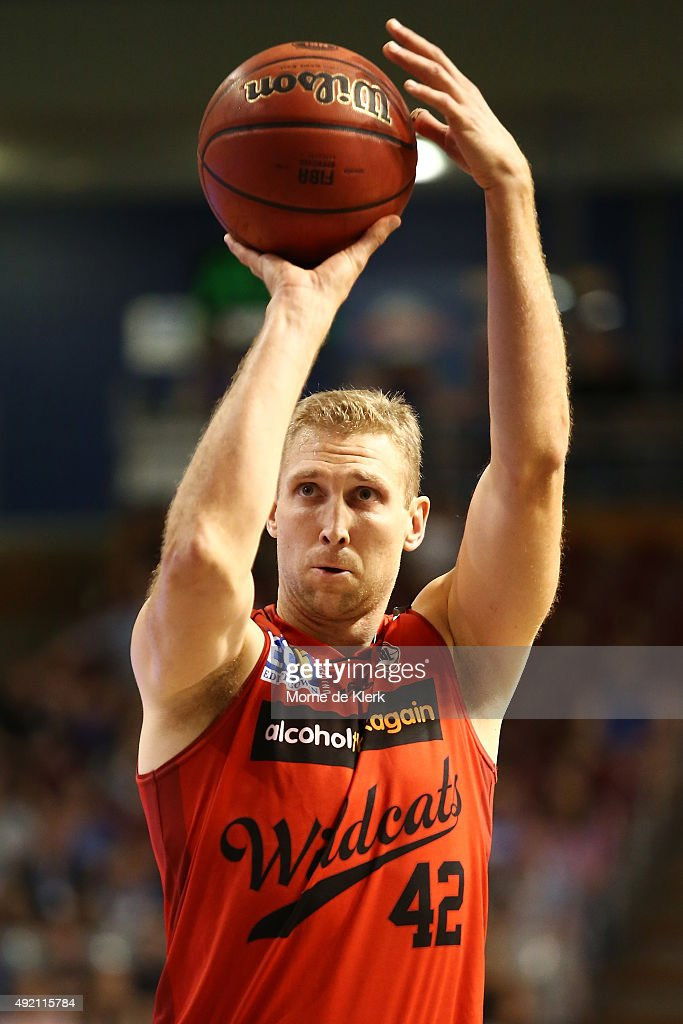 NBL Round 1 - Adelaide v Perth : News Photo