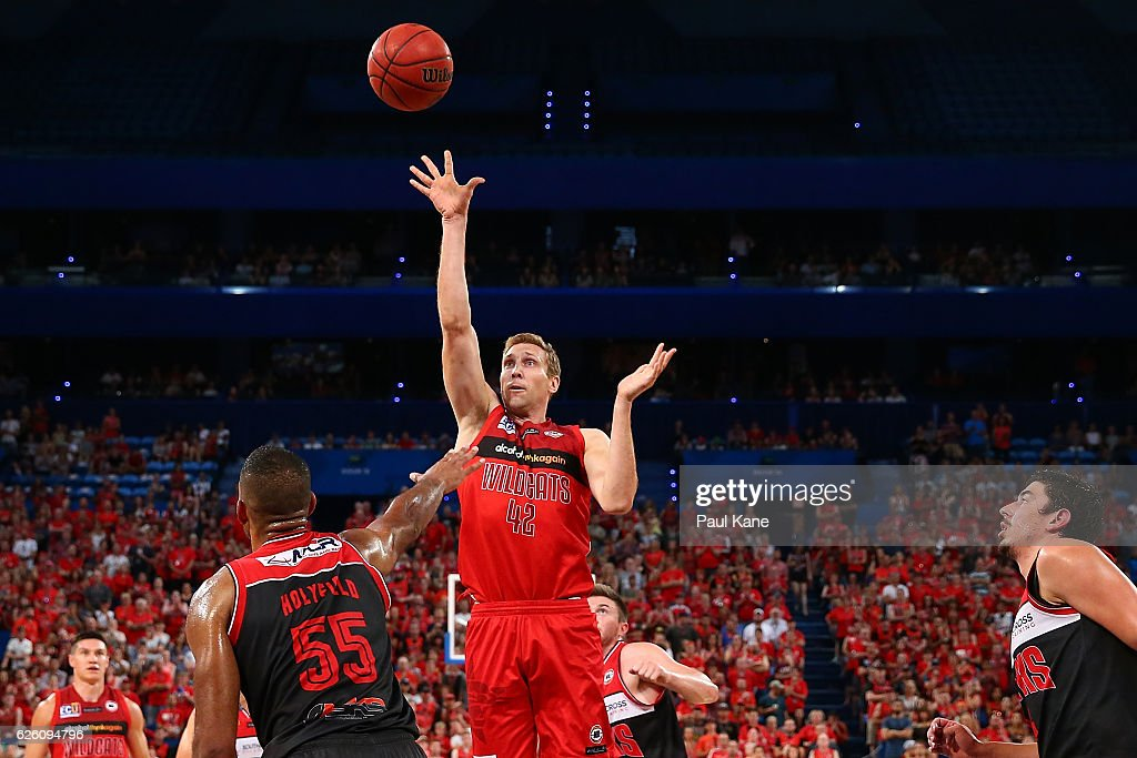 Shawn Redhage of the Wildcats shoots the ball during the round eight NBL match between the Perth Wildcats and the Illawarra Hawks at the Perth Arena on November 27, 2016 in Perth, Australia.