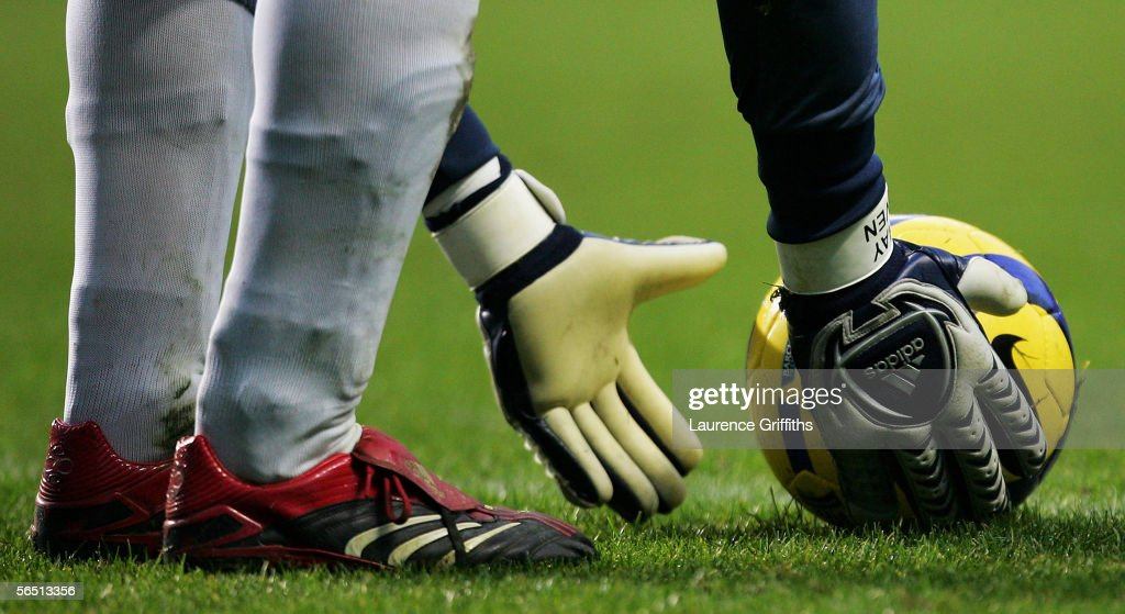 Shay Given of Newcastle United places the ball for a goal kick during the Barclays Premiership match between Newcastle United and Middlesbrough on January 2, 2006 at St James Park in Newcastle, England.