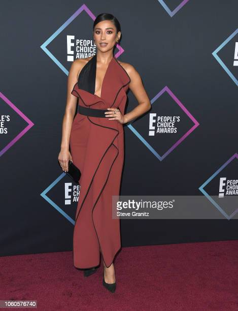 Shay Mitchell arrives at the People's Choice Awards 2018 at Barker Hangar on November 11 2018 in Santa Monica California