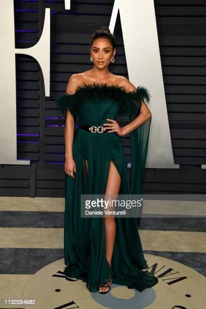 Shay Mitchell attends 2019 Vanity Fair Oscar Party Hosted By Radhika Jones at Wallis Annenberg Center for the Performing Arts on February 24 2019 in...