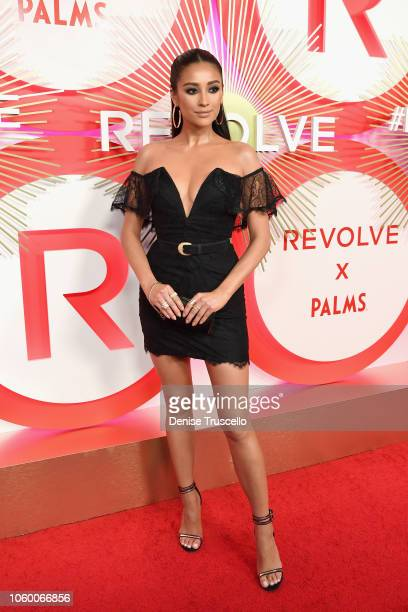 Shay Mitchell attends REVOLVE Presents: The 2nd Annual #REVOLVEawards at Palms Casino Resort on November 9, 2018 in Las Vegas, Nevada.