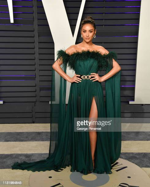Shay Mitchell attends the 2019 Vanity Fair Oscar Party hosted by Radhika Jones at Wallis Annenberg Center for the Performing Arts on February 24 2019...