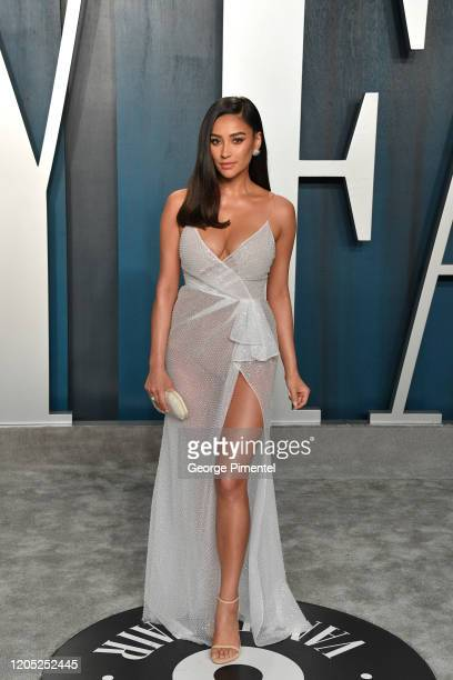 Shay Mitchell attends the 2020 Vanity Fair Oscar party hosted by Radhika Jones at Wallis Annenberg Center for the Performing Arts on February 09 2020...