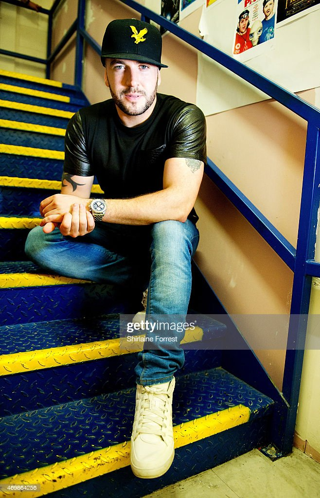 Shayne Ward Meets Fans and Signs Copies of His New Album 'Closer'