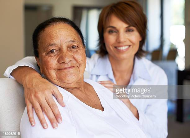 she always has a shoulder to lean on - fragility stock pictures, royalty-free photos & images