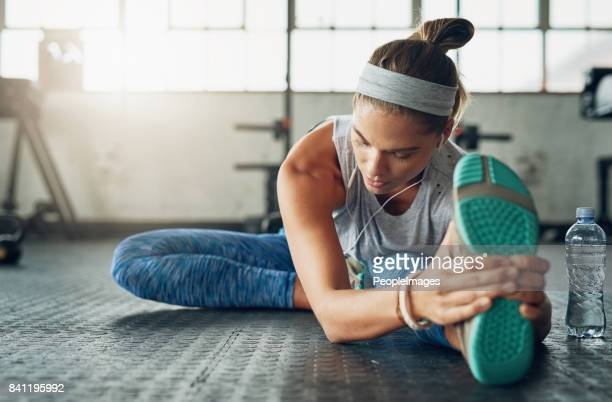 she aspires to inspire fitness in herself everyday - gym stock pictures, royalty-free photos & images