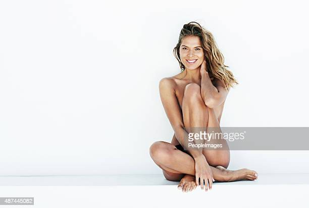 she feels fabulous and flirtatious - dressed undressed women stockfoto's en -beelden