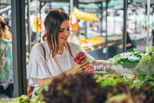 Sie fand einen roten Rettich Salat